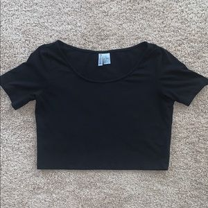 H&M DIVIDED basic black crop tee